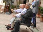 Drei alte Männer in Martina Franca, Apulien,