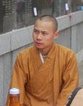 Mönch in einem Tempel in Nanjing,  Volksrepublik China