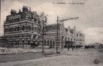 """En remplacement de la gare """"à pans de bois"""", la Cie du Nord construisit la gare de Cambrai-Ville inaugurée en 1908. Incendiée en 1918 et reconstruite à l'identique, elle sera à nouveau détruite en 1944. (Coll. part.)"""