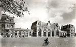 La gare reconstruite après la Seconde Guerre Mondiale. A noter l'absence des pignons en façade du bâtiment central. (Coll. MB)