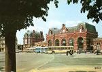 La gare de Cambrai-Ville dans les années 60 et telle que l'on peut la voir aujourd'hui. (Coll. MB)