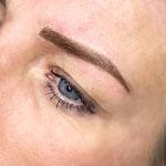 sopracciglia tecnica mista: pelo a pelo + sfumatura