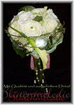 Verkleidung mit Zusatzstielen, kurzen Gräsern, Perlen und Organza