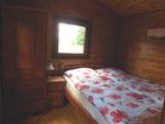 Schlafzimmer (großes Bett)