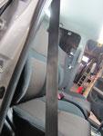 トヨタ イスト 室内前席周辺の嘔吐物汚れおよび使用汚れの車内クリーニング(清掃・洗浄・シミ抜き)後の写真7