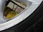 アウディ・A4・Sライン の純正18インチホイール4本の2本目ガリ傷・擦りキズ・欠けのリペア(修理)前アップ写真②