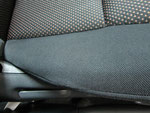 トヨタ イスト 室内前席周辺の嘔吐物汚れおよび使用汚れの車内クリーニング(清掃・洗浄・シミ抜き)後の写真3