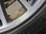 フィアット アバルト695トリブート・フェラーリ の純正アルミホイールのガリ傷・擦りキズのリペア(修理・修復)前の傷のアップ写真4