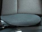 トヨタ イスト 室内前席周辺の嘔吐物汚れおよび使用汚れの車内クリーニング(清掃・洗浄・シミ抜き)後の写真2