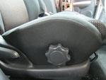トヨタ イスト 室内前席周辺の嘔吐物汚れおよび使用汚れの車内クリーニング(清掃・洗浄・シミ抜き)後の写真4