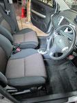トヨタ イスト 室内前席周辺の嘔吐物汚れおよび使用汚れの車内クリーニング(清掃・洗浄・シミ抜き)後の写真28