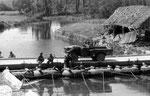US-Truppen überqueren die Douve bei Saint Sauveur le Vicomte