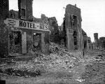 Das völlig zerstörte Restaurant Hôtel du Midi  am Place Nationale