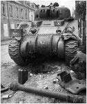 Nach dem Ende der Kämpfe in Villers-Bocage: Abgeschossener Sherman
