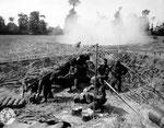 US-Artillerie feuert mit 15,5 cm Geschützen auf Cherbourg II
