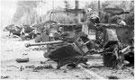 Nach dem Ende der Kämpfe in Villers-Bocage: Zerstörte britische Pak I