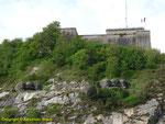 Das Fourt du Roule mit den beiden östlichen Kasematten vom Typ M671
