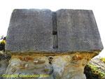 Durch Bodenerosion freigelgeter Bunker