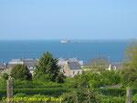 Blick nach Norden, im Hintergund die äußere Mole von Cherbourg mit dem Fort de l`Ouest