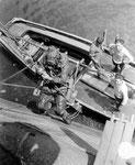 Royal Navy Taucher entschärfen deutsche Minen auf dem Grund des Hafenbeckens