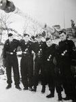 SS-Hauptsturmführer Michael Wittmann mit der Crew seines Tiger Panzers