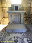 Im Innenraum des Mausoleums