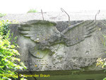 Luftwaffenadler über dem rechten Bunkereingang