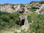 Tunneleingang rechts am südlichen Ortsausgang von Laye