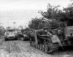 Zwei der abgeschossenen Panzer IV der 6./SS.Pz.Reg 2 der Kampfgruppe Wisliceny an der Klosterabtei südlich von St-Fromond