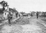 Steinbrücke von St-Fromond über die Vire nach der Reparatur - die Brücke war durch deutsche Artillerieeinschläge beschädigt worden