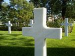 Grab von PFC Carmel Lester auf dem US-Soldatenfriedhof Colleville - St.-Laurent