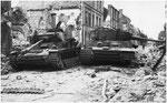 Nach dem Ende der Kämpfe in Villers-Bocage: Zerstörter Tiger und Panzer IV