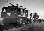 M2 LongTom 155mm Langrohrkanone gezogen von einem M4 Traktor