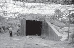 Zugang zu einem Ski-Bunker, Aufbewahrungsort der V1 Flugkörper