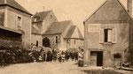 Dörfliches Leben in Graignes, im Hintergrund die Kirche