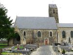 Die Kirche von St-Martin de Blagny, links die Krypta mit der Gedenktafel