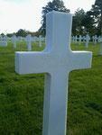 Grab von 2nd Lieutenant Alfred F. Py jr. auf dem US-Soldatenfriedhof Colleville - St.-Laurent
