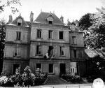 Gebäude, in dem sich das Haupquartier des Seekommandanten Normandie, Konteradmiral Walter Hennecke, befand.