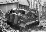 Nach dem Ende der Kämpfe in Villers-Bocage: Zerstörter Tiger 121