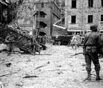 Deutsche Soldaten kapitulierne im unteren Stockwerk des Fort du ROule