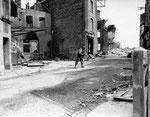 US-Infanterie des 26th Infantry Regiment arbeitet sich ins Stadtzentrum vor