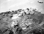 B-26 Maurauder Bomber nach einem Bombenangriff auf die deutschen Batterien in Auderville