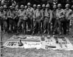 Schulung von GIs - Demonstration deutscher Waffen