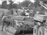 Dieser Panzer IV erhielt einen Treffer in die Bugwanne zwischen Bug-MG und Fahrersitz
