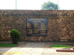 Tafel mit den namen der militärischen und zivilen Opfer I