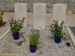Die drei Gräber der Engländer auf dem zivilen Friedhof von Le Vast