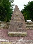 Gedenkstein für die drei getöteten Besatzungsmitglieder der Bristol Blenheim