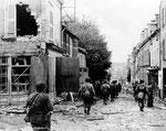 Vorstossende US-Truppen in Cherbourg