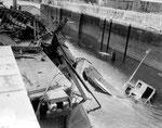 Versenkte deutsche Schiffe blockieren den Hafen V