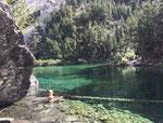 Méditation dans les eaux émeraudes du Lac vert (Hautes Alpes - Vallée Etroite - alt 1830m)